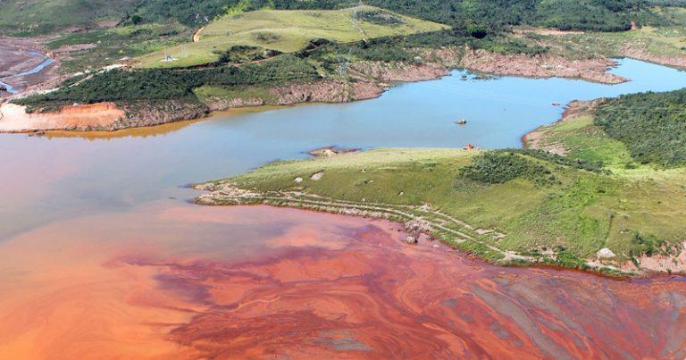 Desastre espalhou cerca de 50 milhões de metros cúbicos de resíduos de mineração de ferro no ambiente, incluindo rios e áreas agrícolas –Foto: Felipe Werneck – Ascom / Ibama via Fotos Públicas / CC BY-NC 2.0